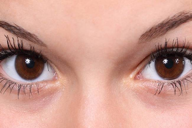 7 Habits That Put Your Eyes at Risk