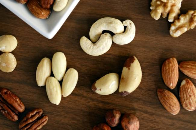 The Health Benefits of  Eating Nuts